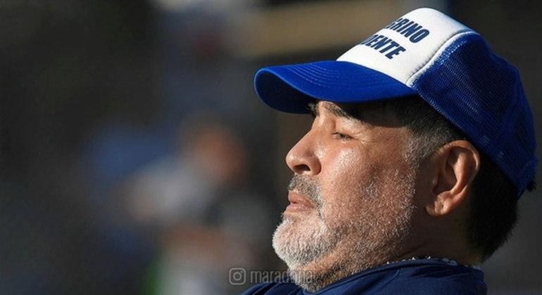 Maradona encantou o mundo com dribles e gols dentro de campo