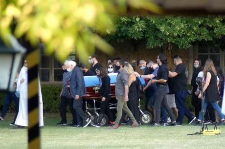Maradona foi enterrado no mesmo cemitério dos pais