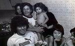 Maradona tem sete irmãos: Hugo, Raúl (Lalo), Ana Maria, Claudia (Cali), Elsa (Lili), Rita (Kity) e Maria Rosa (Mari). A irmã garantiu que a família sempre esteve por perto. 'Em março falei com ele pela última vez. Durante a pandemia, como sou do grupo de risco, só nos falávamos por telefone. Mas quando ele foi internado, estávamos todas (as irmãs) lá. Kity foi a última a vê-lo. viu o dia da internação'