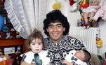 O argentino sempre foi muito ligado às filhas, mas após separação com a mãe delas, eles ficaram distantes por um tempo. Nos últimos anos, eles se reaproximaram