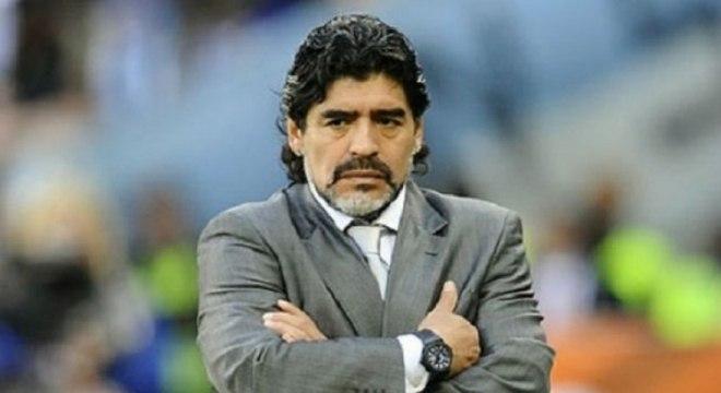Maradona foi pego pelo doping pela primeira vez em 1991, quando atuava pelo Napoli, por conta do uso de cocaína. Após retornar de longa suspensão, travou batalhar para deixar o clube italiano e jogar pelo Sevilla, onde ficou por pouco tempo. Ainda atuou pelo Newell's Old Boys, chegou a ir para a Copa do Mundo de 1994, mas foi novamente flagrado, dessa vez pelo uso de efedrina, substância que ajuda o emagrecimento. Ainda voltou para jogar pelo Boca Juniors (Foto: AFP)