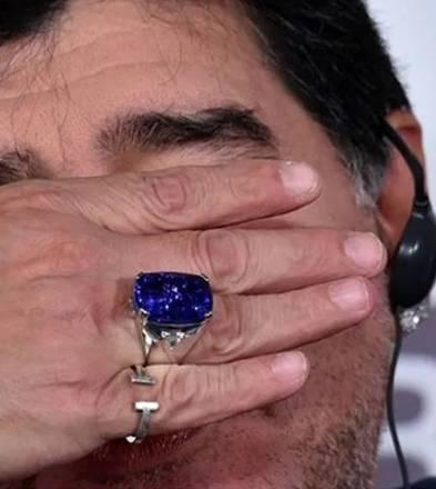 O astro também era apaixonado por joias. E possuía alguns itens excêntricos, como por exemplo um anel de brilhantes avaliado em 300 mil euros (R$ 1,9 milhão) que tinha como amuleto da sorte