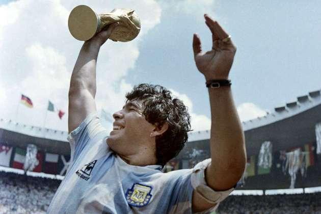 Maradona - Herói argentino e um dos maiores jogadores de futebol, Diego Armando Maradona morreu no dia 25 de novembro de 2020 em decorrência de uma parada cardiorrespiratória.
