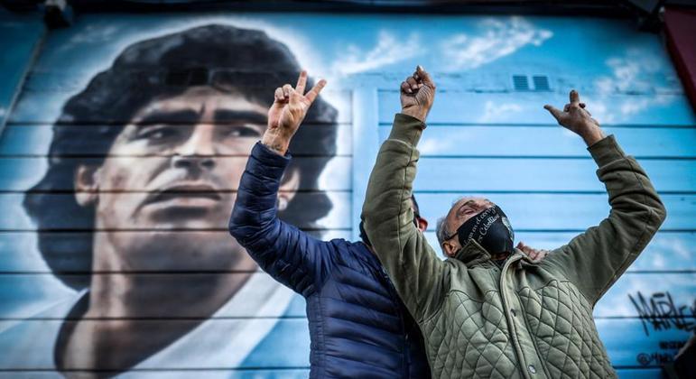 Torcedores argentinos lembraram o histórico gol de Maradona