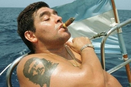 Maradona gostava de fumar charutos