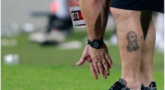 Maradona tatuou rosto de Fidel Castro em sua perna