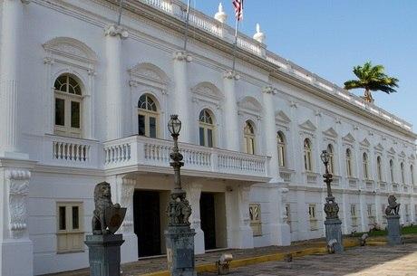 Maranhão paga R$ 30,4 mil a ex-governadores