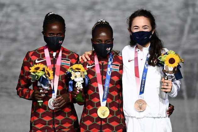 MARATONA - Já no feminino, a Quênia fez dobradinha. Peres Jepchirchir venceu a prova e conquistou a medalha de ouro. Brigid Kosgei ficou com a prata e a americana Molly Seidel completou o pódio.