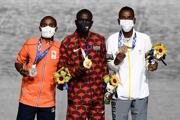 MARATONA - No masculino, Eliud Kipchoge, da Quênia, venceu a prova. A medalha de prata ficou com o holandês Abdi Nageeye e o bronze ficou com o belga Bashir Abdi.