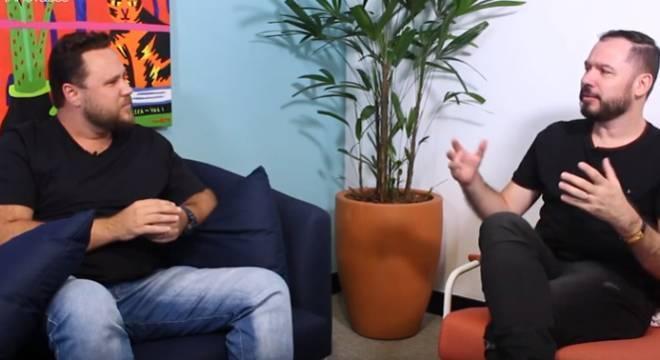 Marcel Wars, da Biothanks, e Reginaldo Pereira, nos bastidores da gravação da série
