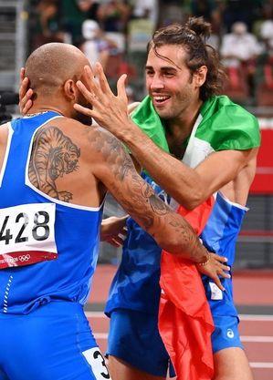 Jacobs e Gianmarco fizeram a festa da Itália no Estádio Olímpico