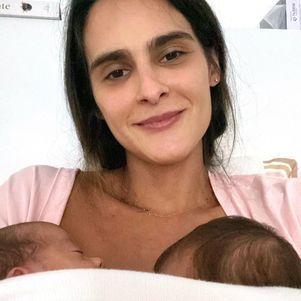 Marcella Fogaça confundiu as filhas gêmeas