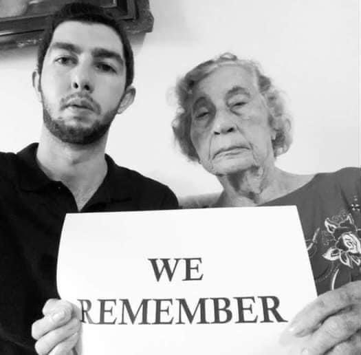 """""""We remember"""" significa """"Nós lembramos"""" em português"""