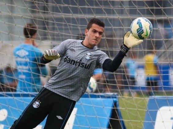 Marcelo Grohe, que está no Al-Ittihad, foi o grande destaque na meta do Grêmio e recebeu sete votos da redação. No Tricolor gaúcho, jogou mais de 400 jogos, e foi campeão, além de tetracampeão gaúcho e campeão da Copa do Brasil.  da Libertadores em 2017.