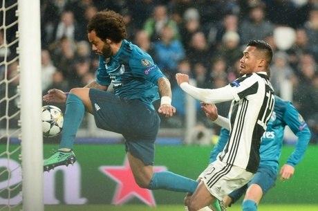 be7a5b8133ef8 Cristiano Ronaldo faz gol de bicicleta e Real Madrid vence da ...