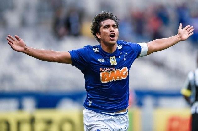 Marcelo Moreno - O atacante boliviano é muito respeitado no Cruzeiro, onde venceu o bicampeonato estadual e foi campeão brasileiro entre 2013 e 2014. Voltou à Raposa para a Série B deste ano. Aqui no Brasil, também jogou por Flamengo e Vitória. É considerado um dos melhores jogadores da história da Bolívia