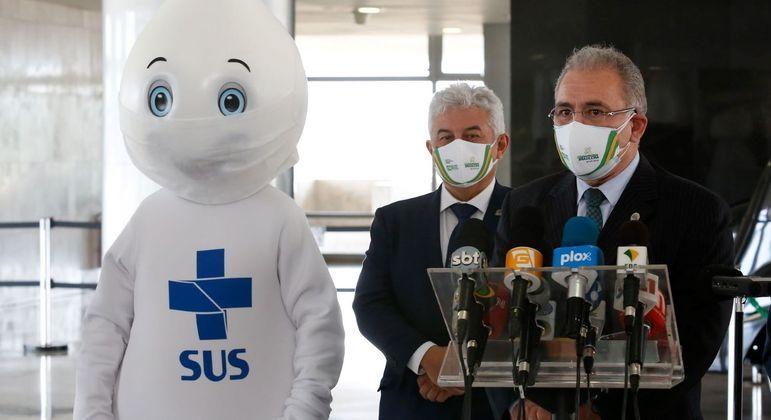 Ministros da Saúde, Marcelo Queiroga, e da Ciência e Tecnologia, Marcos Pontes: novas vacinas