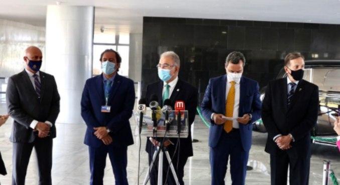 O ministro Marcelo Queiroga anuncia carteiros e bancários entre os grupos prioritários da vacina