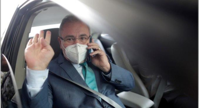 O ministro da Saúde, Marcelo Queiroga, chega ao ministério em Brasília