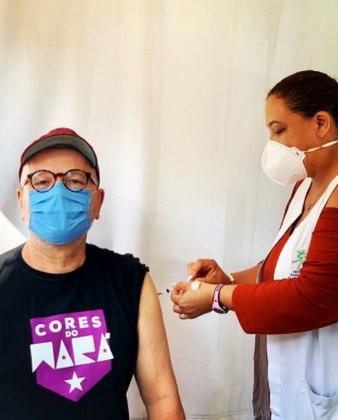 Marcelo Tas foi vacinado contra acovid-19no dia 6 de maio. Em um post publicado no Instagram, o inesquecível Professor Tibúrcio disse não ter se incomodado com a espera para ser imunizado.