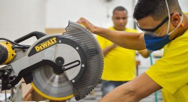 Marcenaria do Bem fará a doação de R$ 600 para mais de 3,5 mil profissionais