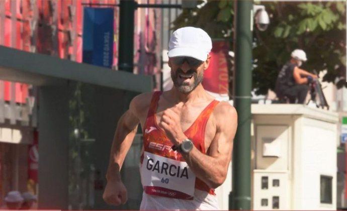 MARCHA ATLÉTICA - Chuso García Bragado, da Espanha, se tornou o atleta com mais participações na história das Olimpíadas. O espanhol, de 51 anos, disputou a marcha atlética pela oitava edição consecutiva (sua primeira participação foi em Barcelona-1992).