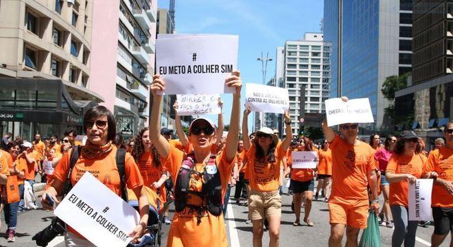 Marcha de mulheres na cidade de São Paulo contra violência doméstica, em junho