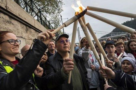 Cerimônia para recordar Holocausto na Hungria; revisionismo histórico é 'parte de agenda político-ideológica', opina historiador