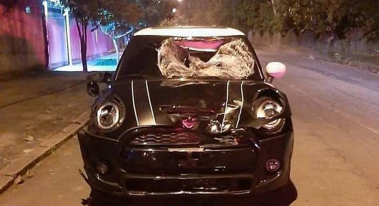 O carro de Marcinho. Amassado, depois do atropelamento fatal de casal, no Rio de Janeiro