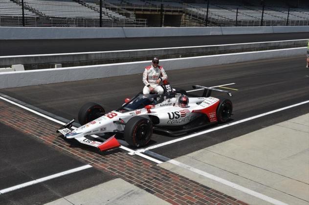 Marco Andretti, #98, da Andretti Herta, é o pole-position