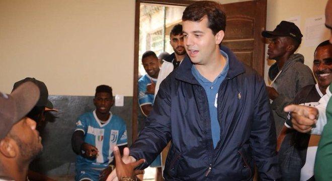 Enquanto Sérgio Cabral segue preso, acusado de liderar um esquema de corrupção no Rio de Janeiro, seu filho Marco Antônio Cabral faz campanha para se reeleger deputado federal