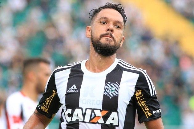 MARCO ANTÔNIO - O meia surgiu como grande promessa da base do São Paulo. Saiu ainda em 2005 e iniciou carreira com passagens por diversos clubes no Brasil, incluindo Grêmio, Athletico-PR e Portuguesa, onde mais se destacou, no título da Série B de 2011. Aposentou-se no Figueirense, em 2018. Hoje, tem 35 anos.