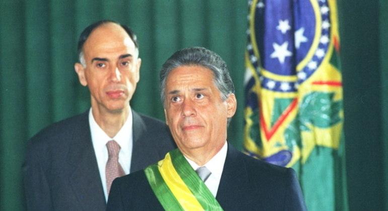 Ao fundo, o ex-vice-presidente Marco Maciel