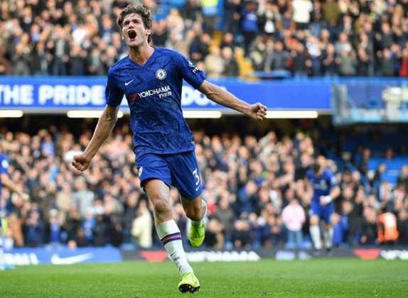 Marcos Alonso - Aos 29 anos o lateral-esquerdo Marcos Alonso abre a barca do Chelsea. O jogador espanhol não tem prestígio com Frank Lampard.
