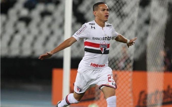 Marcos Guilherme - O jogador fez sua estreia no dia 29 de julho, marcando dois gols na virada do São Paulo diante do Botafogo, por 4 a 3, no Brasileirão.