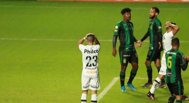 Marcos Guilherme lamenta chance perdida pelo Santos contra o América-MG