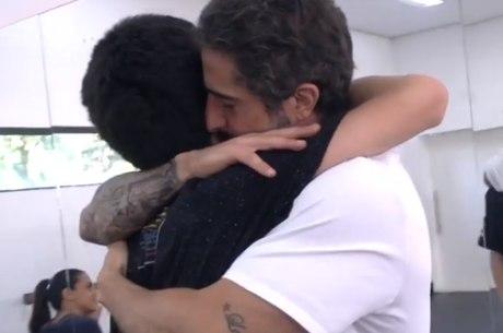 Mion abraça o filho Romeo