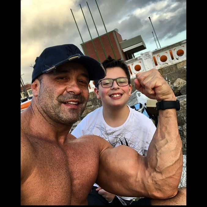 Oliver e o filho, Daniel Monarca