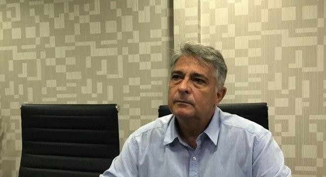 Marcos Paquetá comandou o Botafogo em apenas cinco partidas e foi demitido. Fez carreira no Oriente Médio após comandar o título mundial sub-20 da Seleção Brasileira, em 2003.