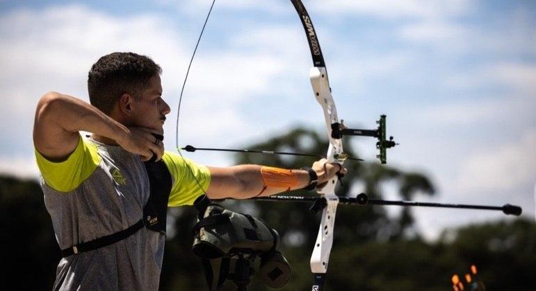 Marcus Vinicius D'Almeida é o grande nome do tiro com arco brasileiro