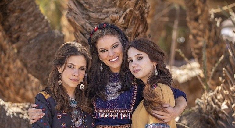 Maresca com as irmãs Michal e Mila