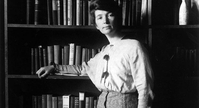 Margaret Sanger, enfermeira e educadora sexual americana, acreditava que mulheres deveriam poder decidir quando engravidar e ter vida mais saudável e planejada Vício, pecado e literatura obscena