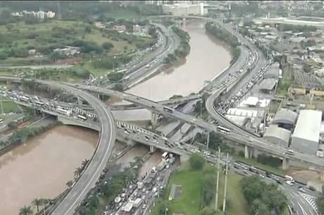 Temporal afetou o transporte na cidade de São Paulo