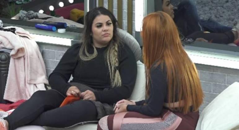 Mari e Mirela Janis analisam o comportamento de MC Mirella no Power Couple