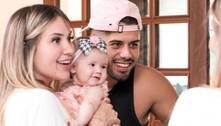 Filha de Virginia e Zé Felipe ganha conjunto de grife de R$ 2,2 mil