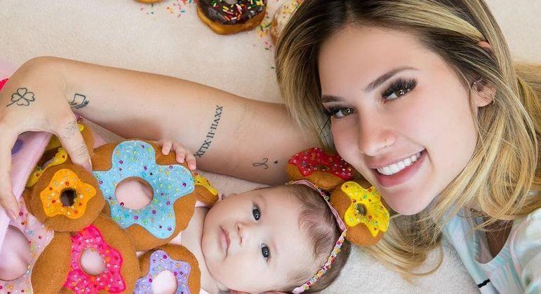 Virginia celebra os 3 meses da filha, Maria Alice, com o tema 'donuts'