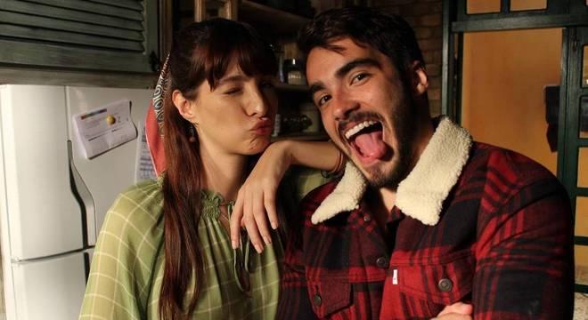 Maria Antônia e Hugo trabalham no sítio de Miguel
