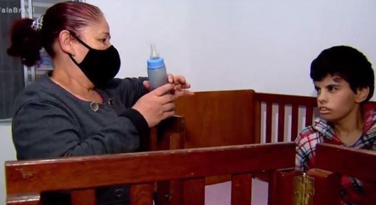 Fernanda usa quatro pacotes de fralda geriátrica por mês e o custo é de R$ 52 cada