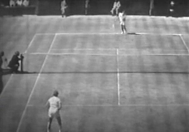 Maria Esther Bueno - Líder do ranking mundial de tênis por quatro anos (1959, 1960, 1964 e 1966), Maria Esther Bueno, a maior tenista brasileira, faleceu em 8 de junho de 2018, com 78 anos, vítima de uma câncer no lábio.