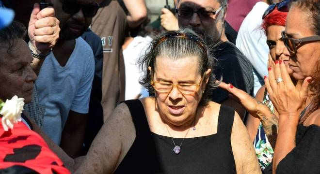 Maria Inês no enterro do filho, em janeiro